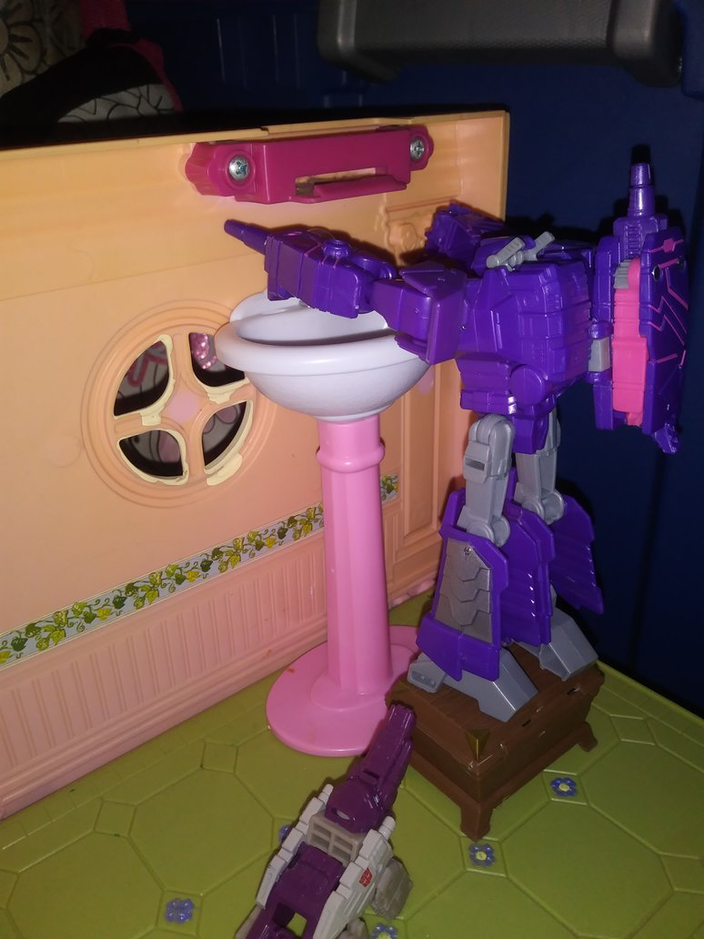 needs_a_stool_to_wash_his_hands_by_littlekunai-dcpjg9c.jpg