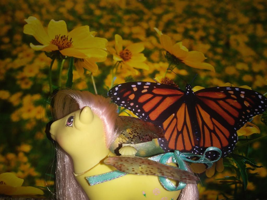rosedust__queen_of_the_flutter_ponies_by_littlekunai_ddvjyuz-fullview.jpg